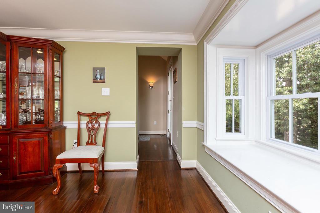 Perfect Circular Entertaining Floor Plan - 6014 GROVE DR, ALEXANDRIA