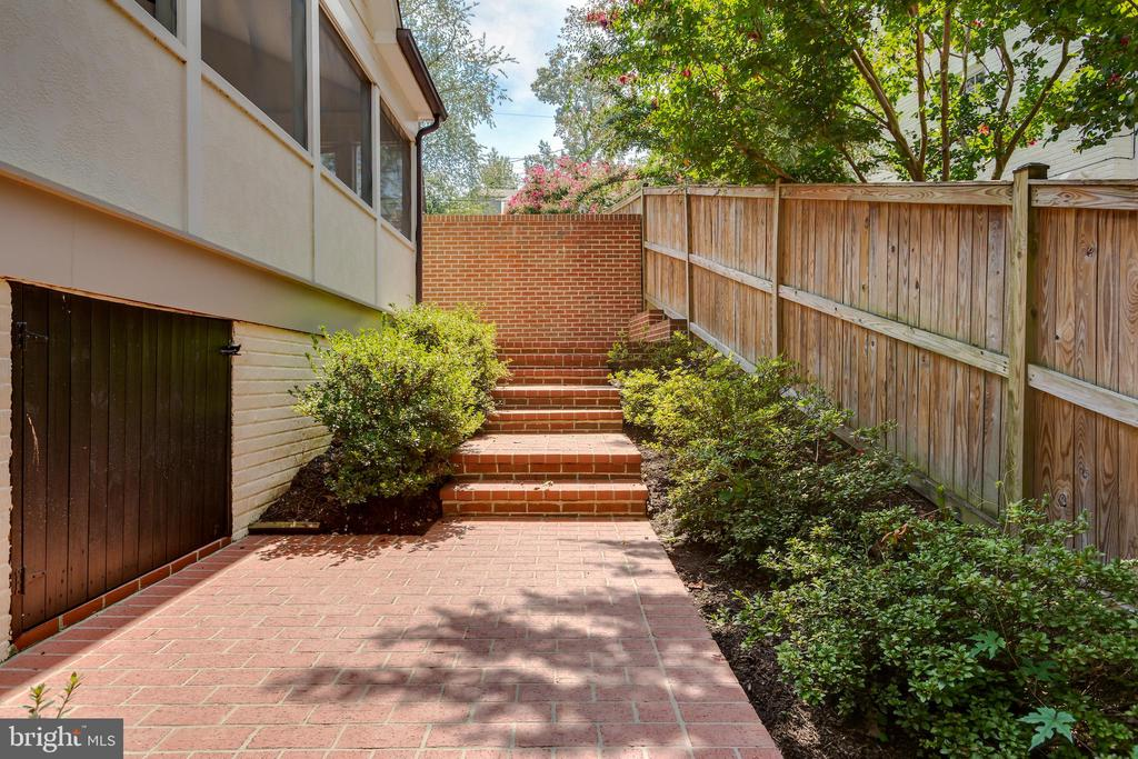 Side Walk Way to rear yard and storage - 6014 GROVE DR, ALEXANDRIA