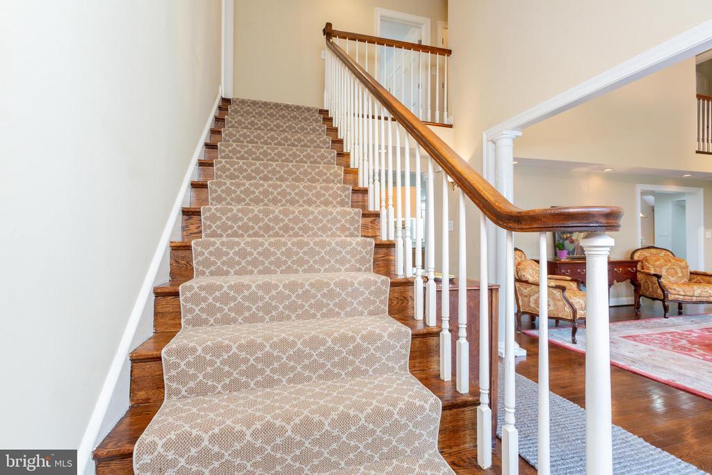 Stairway to Heaven - 6014 GROVE DR, ALEXANDRIA