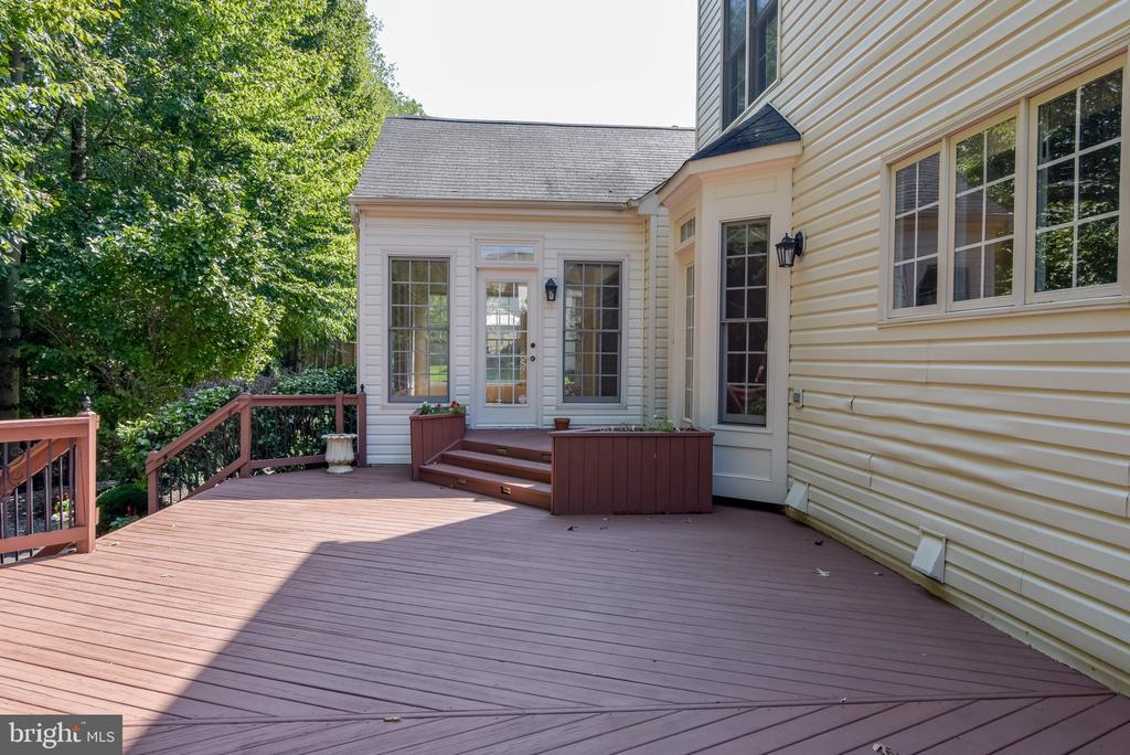 Plenty of room on the deck for chairs & tables - 7428 SPRING SUMMIT RD, SPRINGFIELD