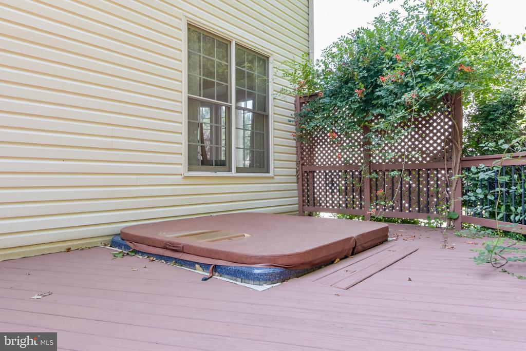 Step in & relax in your hot tub! - 7428 SPRING SUMMIT RD, SPRINGFIELD