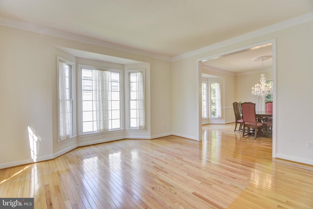 Large living room with bay window - 7428 SPRING SUMMIT RD, SPRINGFIELD