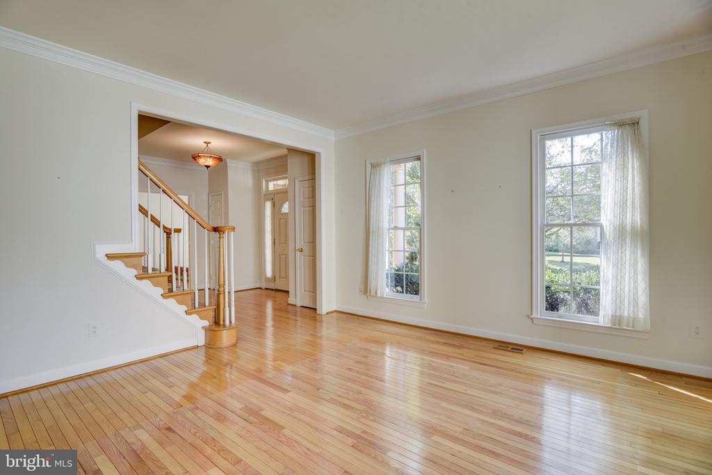 Formal living  room & nice  main floor hardwoods - 7428 SPRING SUMMIT RD, SPRINGFIELD