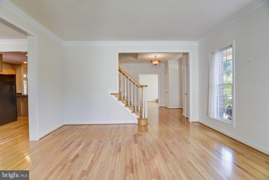 E-Z open floor plan - 7428 SPRING SUMMIT RD, SPRINGFIELD