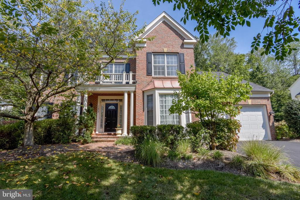 Welcome Home! On a 18,454 private wooded lot! - 7428 SPRING SUMMIT RD, SPRINGFIELD