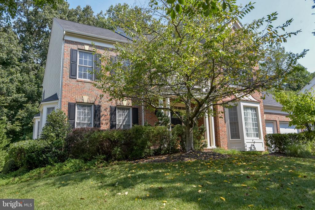 An exceptional house on a gorgeous lot - 7428 SPRING SUMMIT RD, SPRINGFIELD