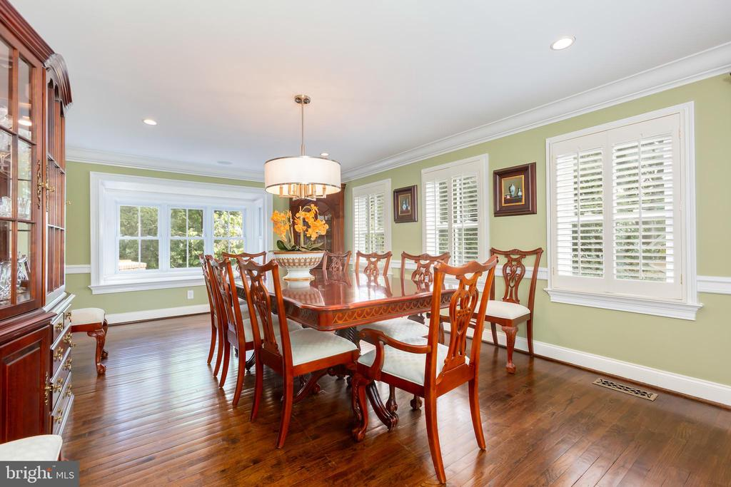 Over sized Dining Room with Bump Out Window Seat - 6014 GROVE DR, ALEXANDRIA