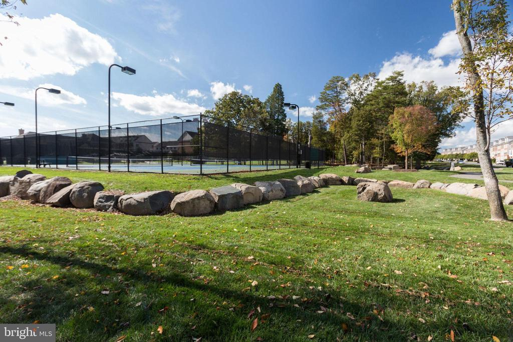 One of the tennis courts and public amenities - 23384 NANTUCKET FOG TER, BRAMBLETON
