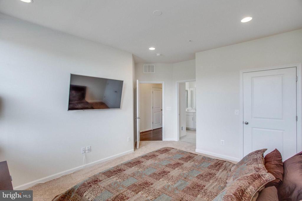 Second Bedroom with Access to Full Bathroom - 23384 NANTUCKET FOG TER, BRAMBLETON