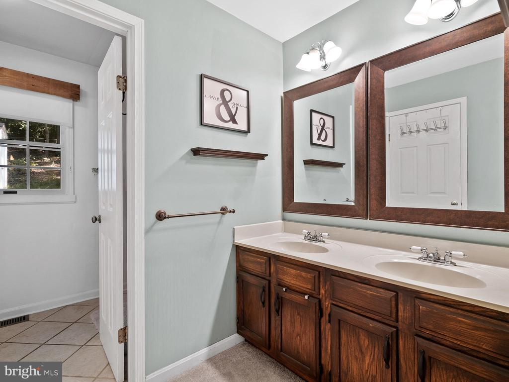 Master Bathroom - 2136 HARPOON DR, STAFFORD