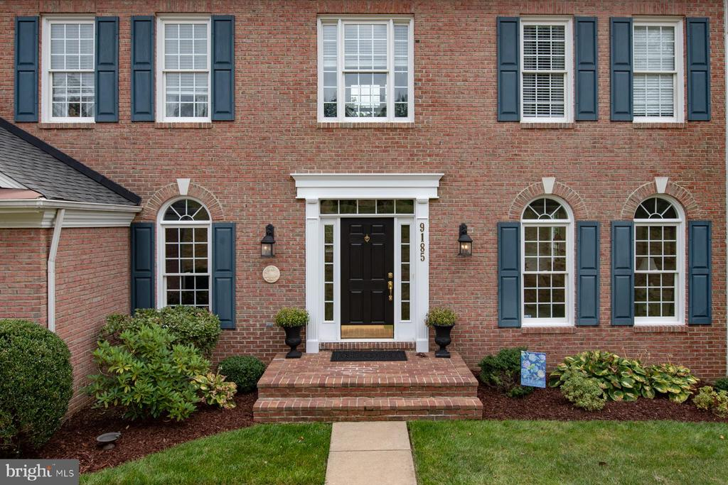 Colonial - 9185 MAROVELLI FOREST DR, LORTON