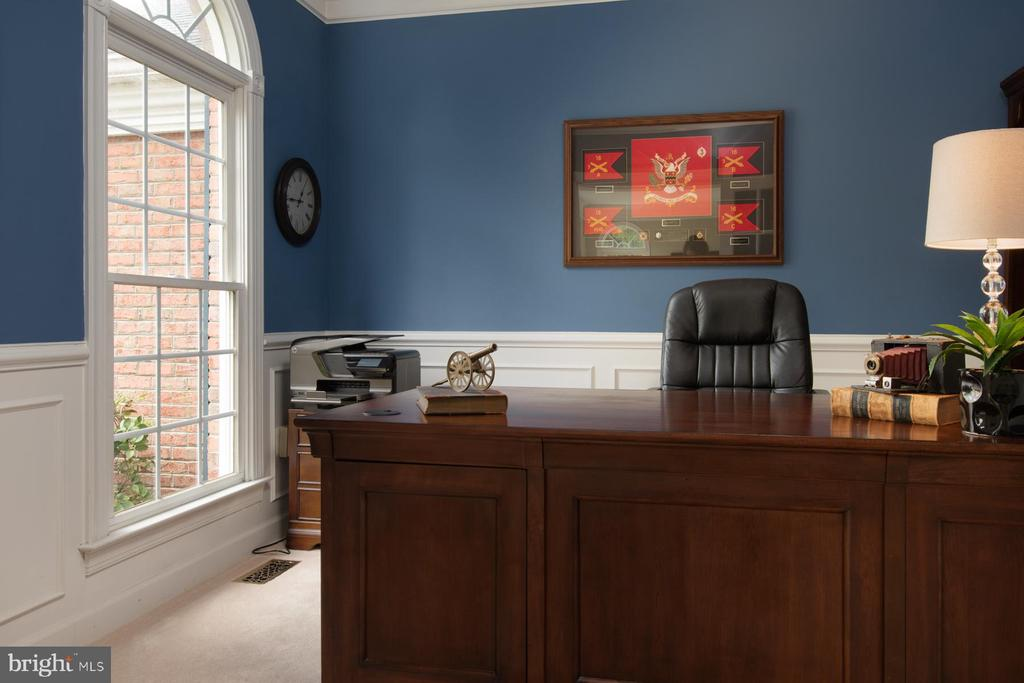 Home Office on Main Level - 9185 MAROVELLI FOREST DR, LORTON