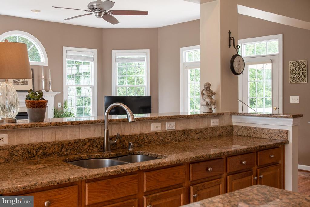 Lots of counter space - 9185 MAROVELLI FOREST DR, LORTON