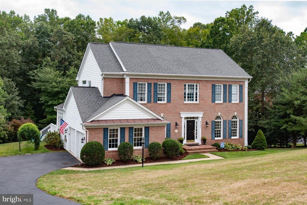 Welcome home to 9185 Marovelli Forest Drive - 9185 MAROVELLI FOREST DR, LORTON