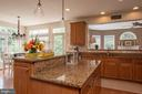 Bright and open kitchen - 9185 MAROVELLI FOREST DR, LORTON