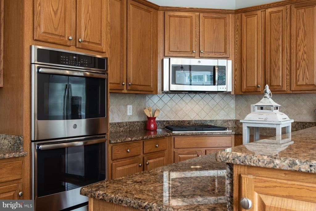 Double oven - 9185 MAROVELLI FOREST DR, LORTON