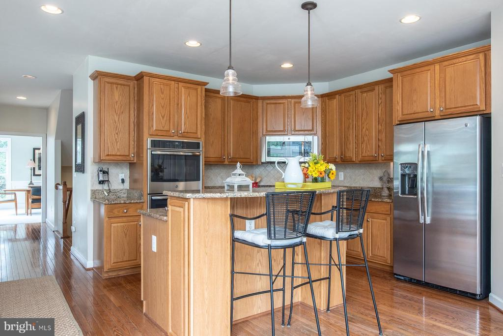 Kitchen with eating space - 9185 MAROVELLI FOREST DR, LORTON