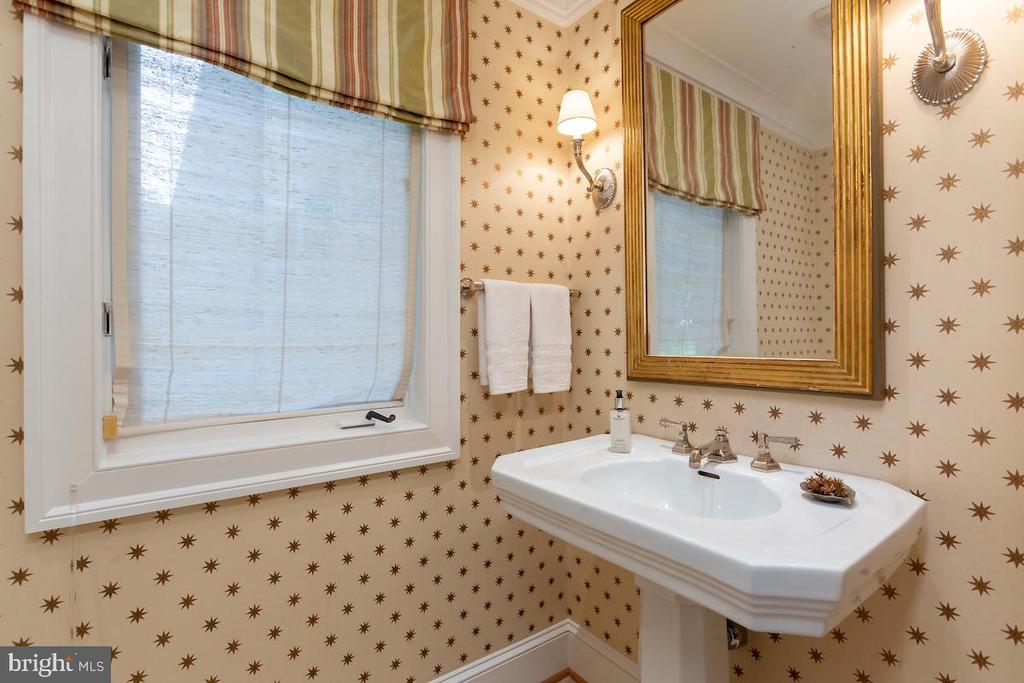 Powder Room - 6470 KEDLESTON CT, MCLEAN
