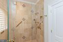 Full Bathroom - 6470 KEDLESTON CT, MCLEAN