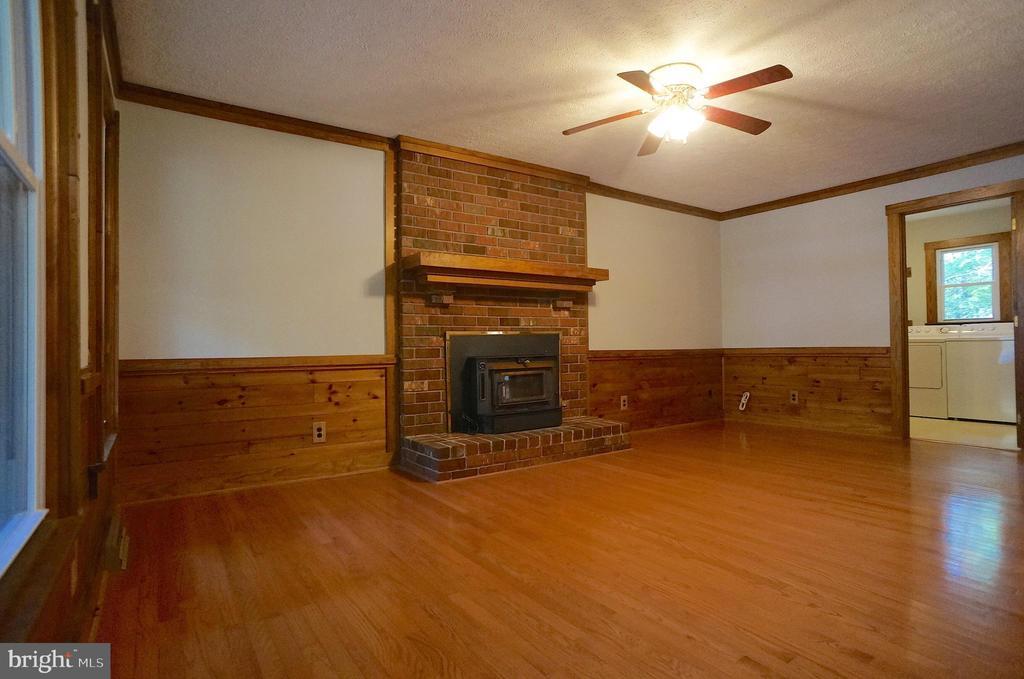 Fireplace has Brick Hearth, Surround & Wood Mantle - 3029 MEDITERRANEAN DR, STAFFORD
