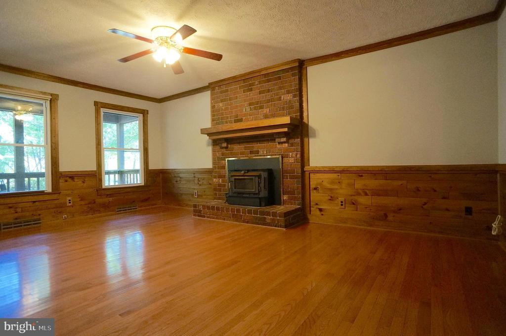 Wainscoting & Ceiling Fan with Light - 3029 MEDITERRANEAN DR, STAFFORD