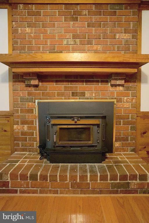 Wood Burning Fireplace w/ Wood Stove Insert - 3029 MEDITERRANEAN DR, STAFFORD