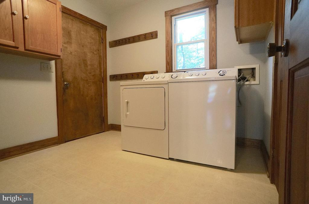 GE Top Load Washer & Dryer Convey, Door to Garage - 3029 MEDITERRANEAN DR, STAFFORD