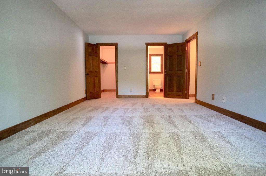 Owner's Bedroom  to WIC & Owner's Bath - 3029 MEDITERRANEAN DR, STAFFORD