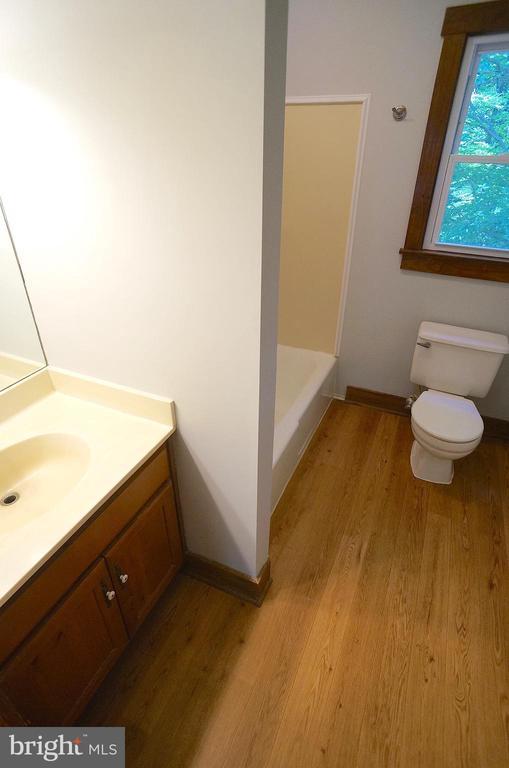 Owner's Bath with Tub/Shower - 3029 MEDITERRANEAN DR, STAFFORD