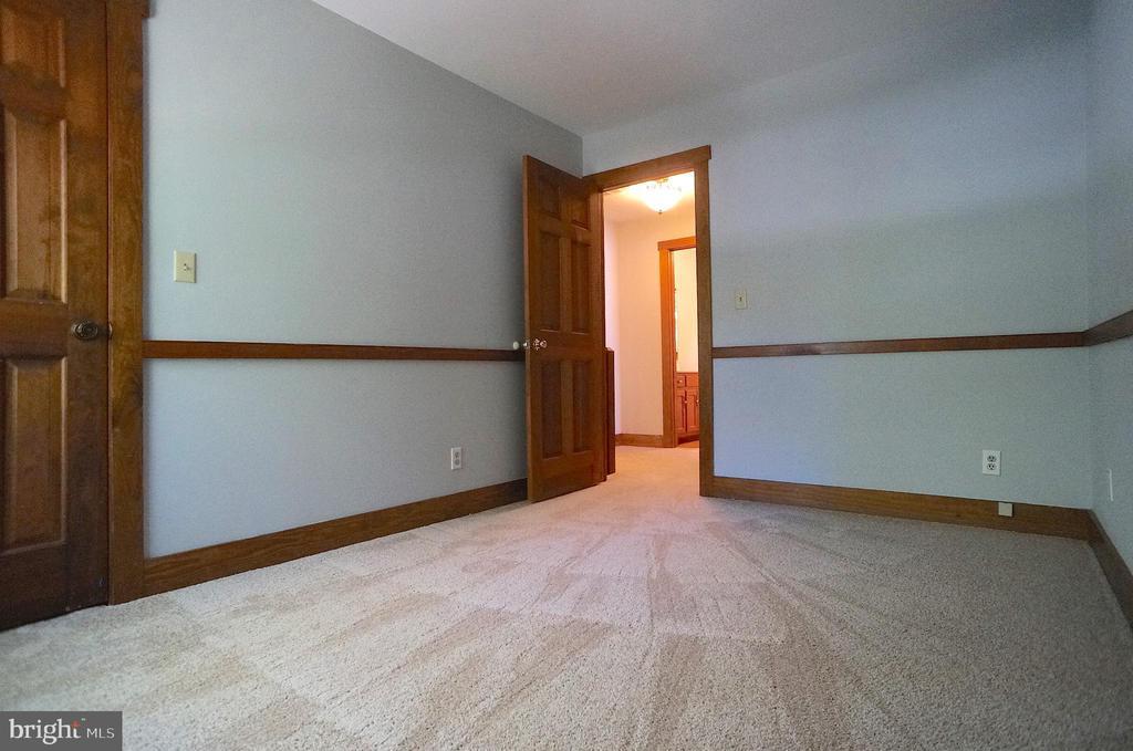 Bedroom 4 has (8'x3') Walk-In Closet - 3029 MEDITERRANEAN DR, STAFFORD