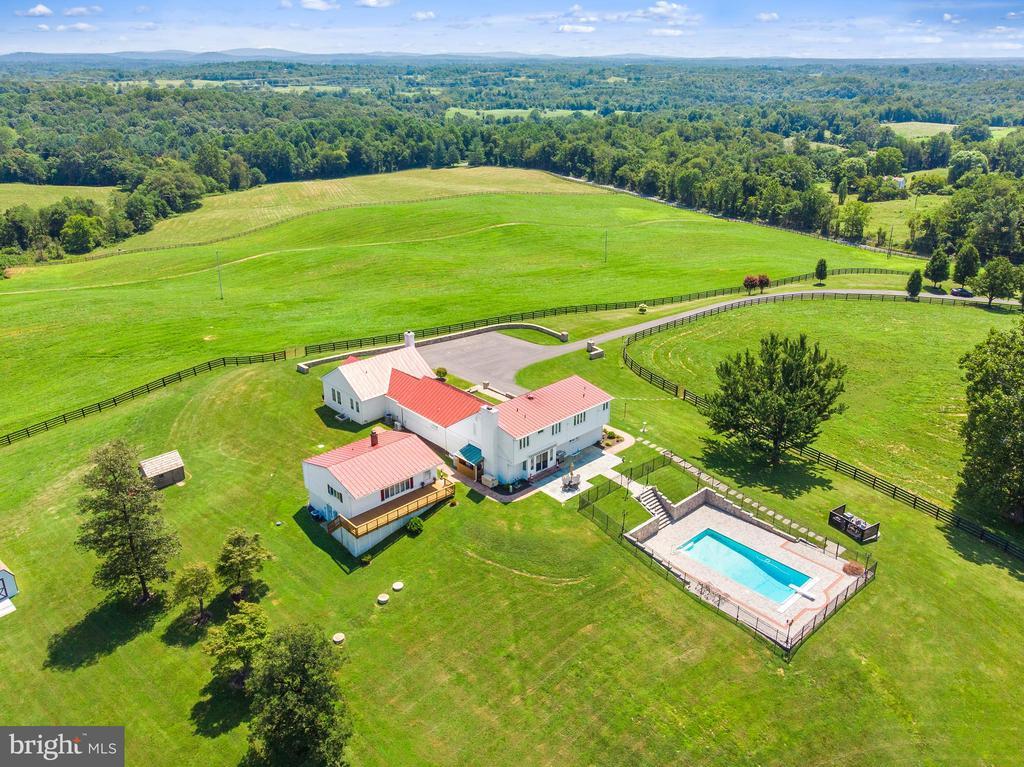 Main House with Swimming Pool - 4 WINDSOR LODGE LN, FLINT HILL