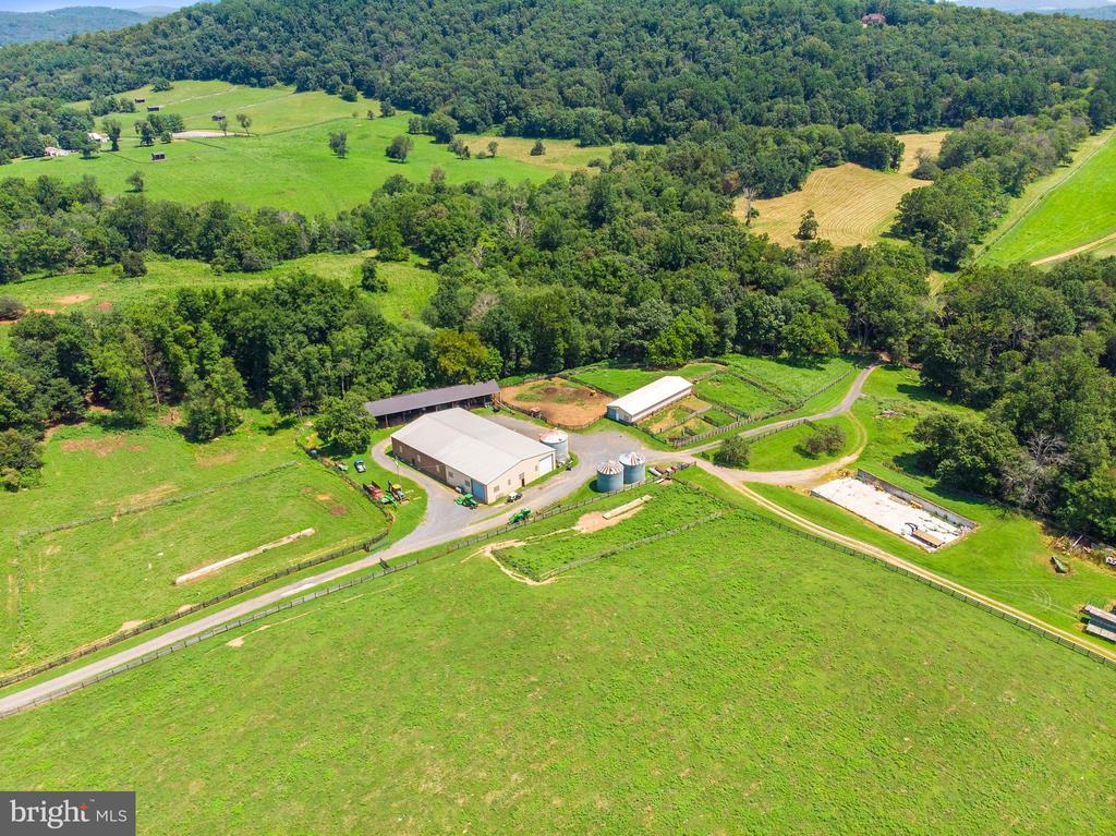Equipment Barns - 4 WINDSOR LODGE LN, FLINT HILL