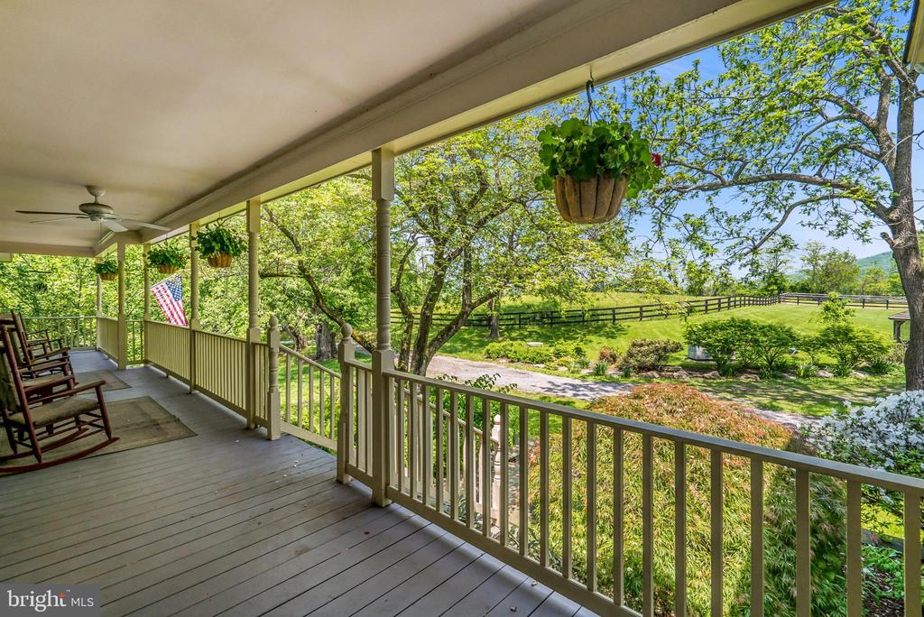 Large Welcoming Front Porch - 13452 HARPERS FERRY RD, HILLSBORO