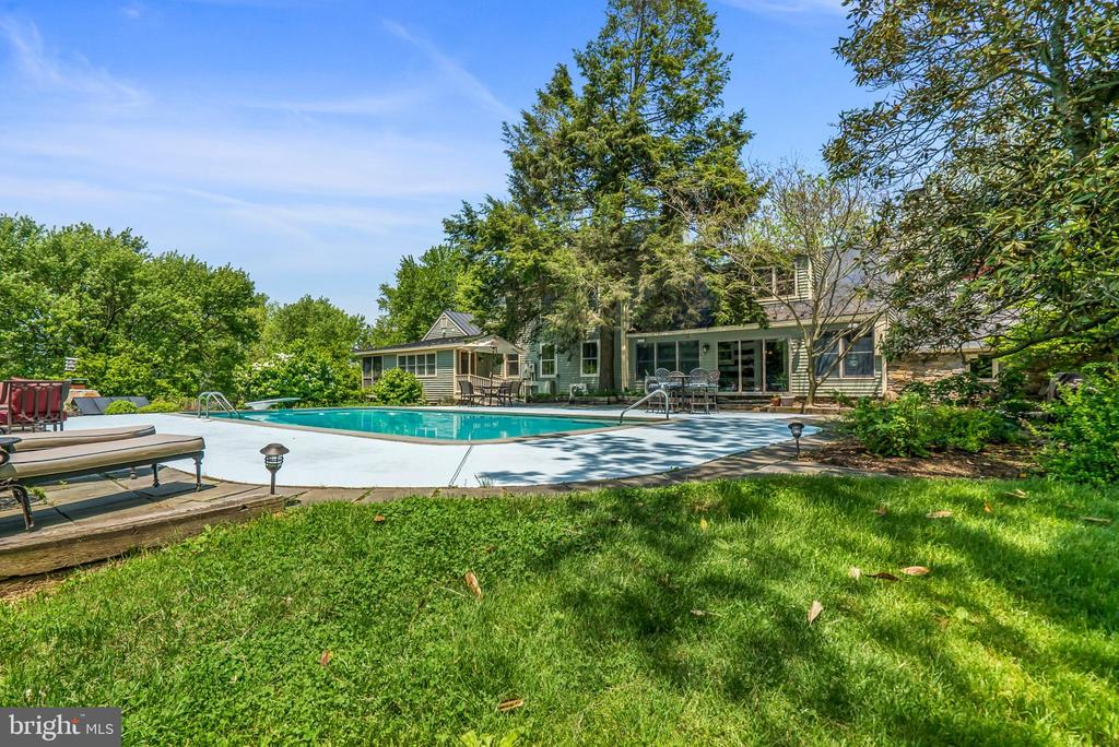 Rear View of Property / Swimming Pool - 13452 HARPERS FERRY RD, HILLSBORO