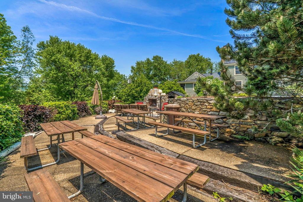 Outdoor Patio - Dining / Entertaining - 13452 HARPERS FERRY RD, HILLSBORO