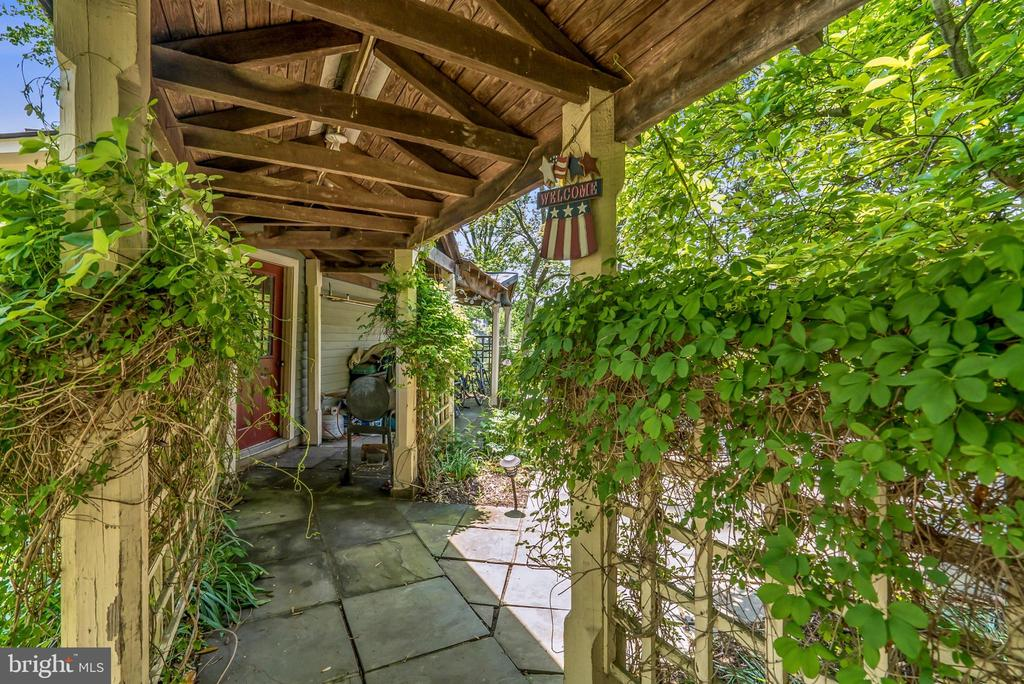 Covered Walkway to Detached Garage - 13452 HARPERS FERRY RD, HILLSBORO
