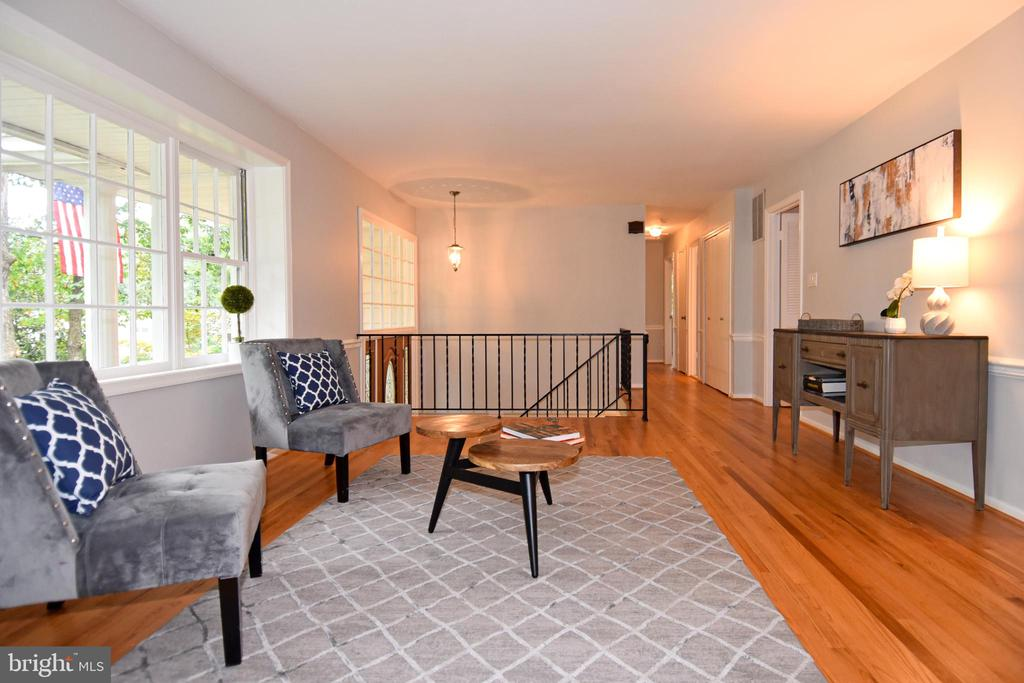 Inviting living room with hardwood floors - 5024 PORTSMOUTH RD, FAIRFAX