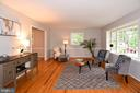 Light-filled living room with bay window - 5024 PORTSMOUTH RD, FAIRFAX