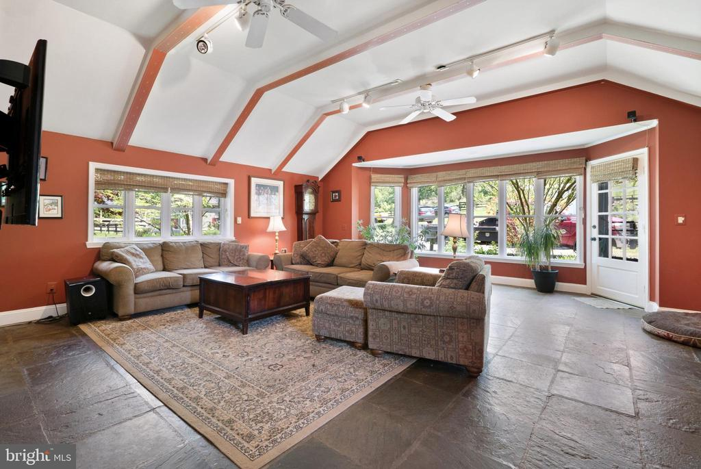 Extra Large Family Room - 13452 HARPERS FERRY RD, HILLSBORO