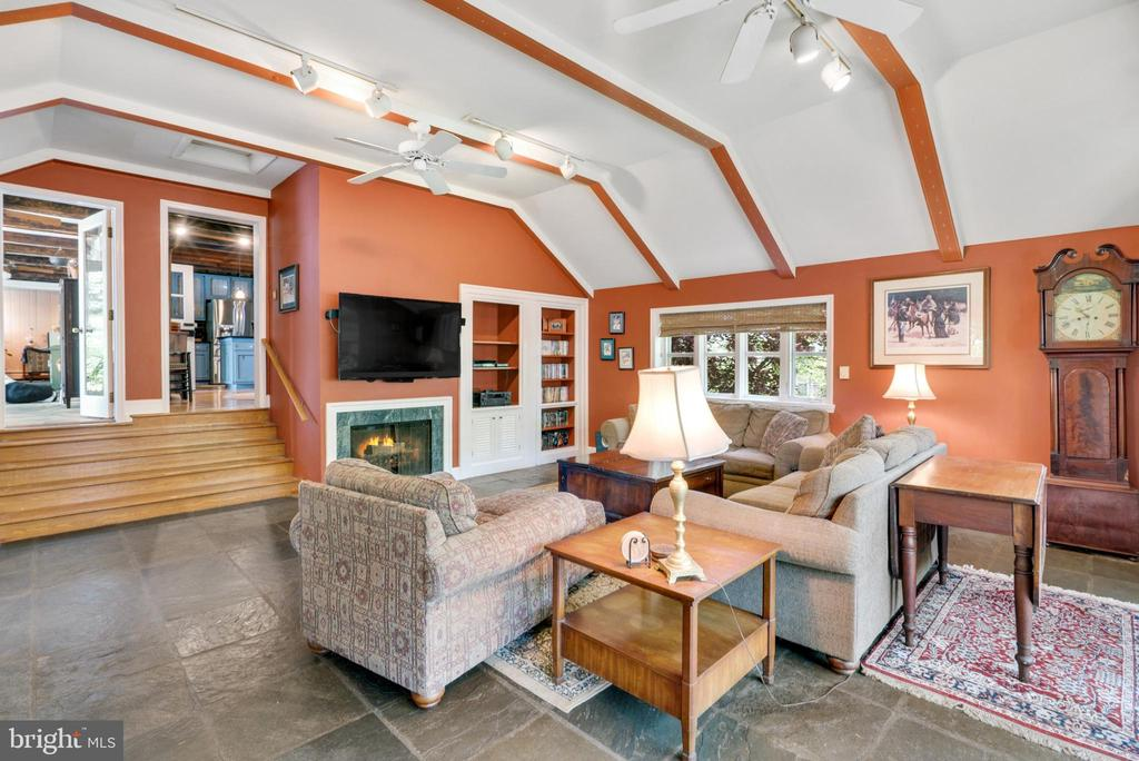 Extra Large Family Room w/Wood Burning Fireplace - 13452 HARPERS FERRY RD, HILLSBORO