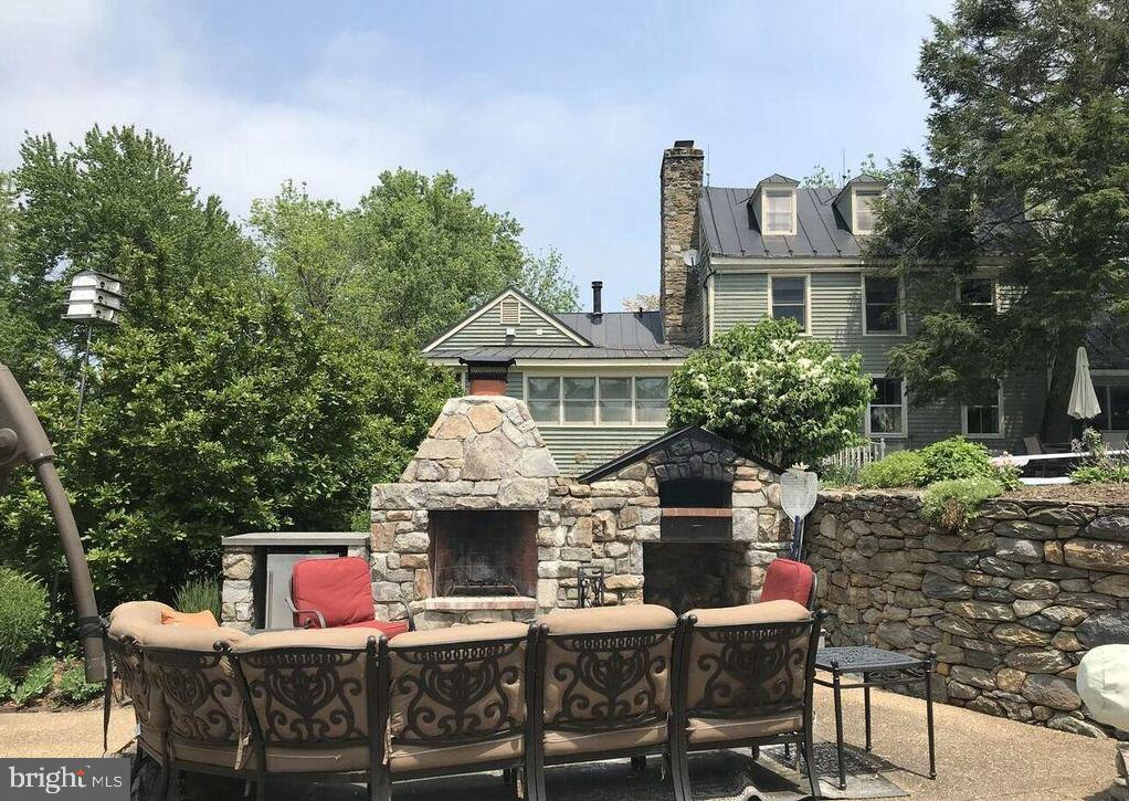 Large Stone Fireplace & Stone Pizza Oven - 13452 HARPERS FERRY RD, HILLSBORO