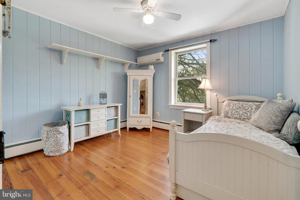 Upper Level Bedroom #4 - 13452 HARPERS FERRY RD, HILLSBORO