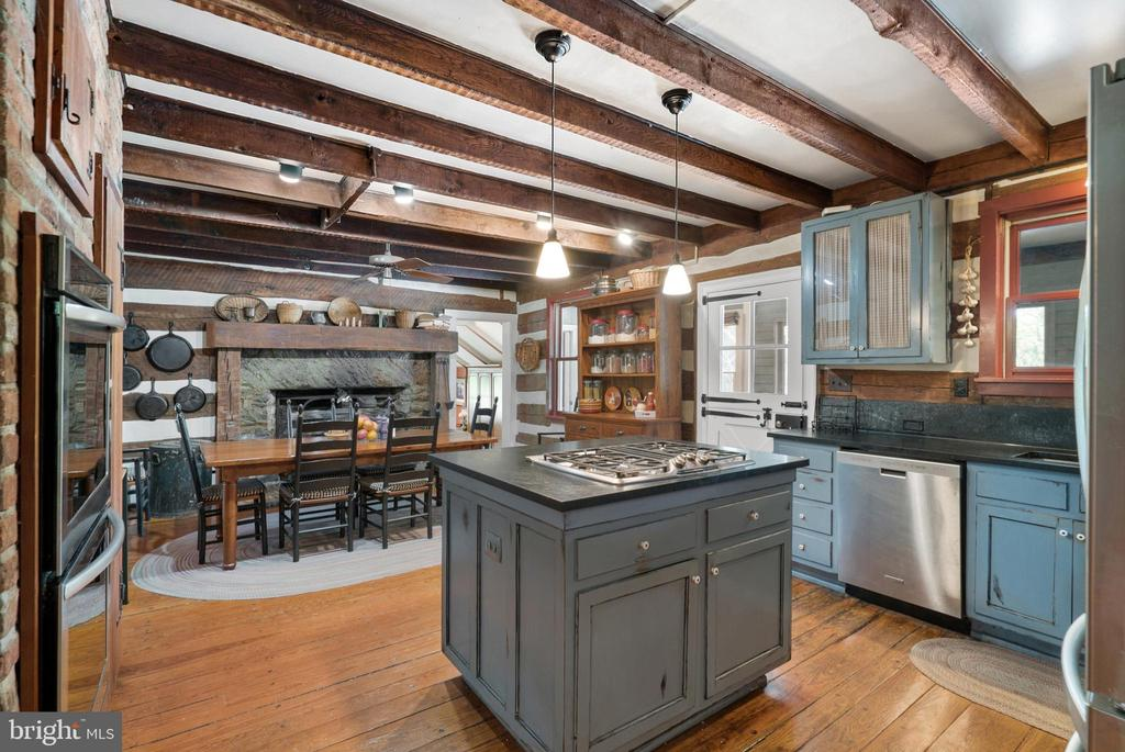 Renovated 1752 Kitchen with Fireplace / Wood Stove - 13452 HARPERS FERRY RD, HILLSBORO