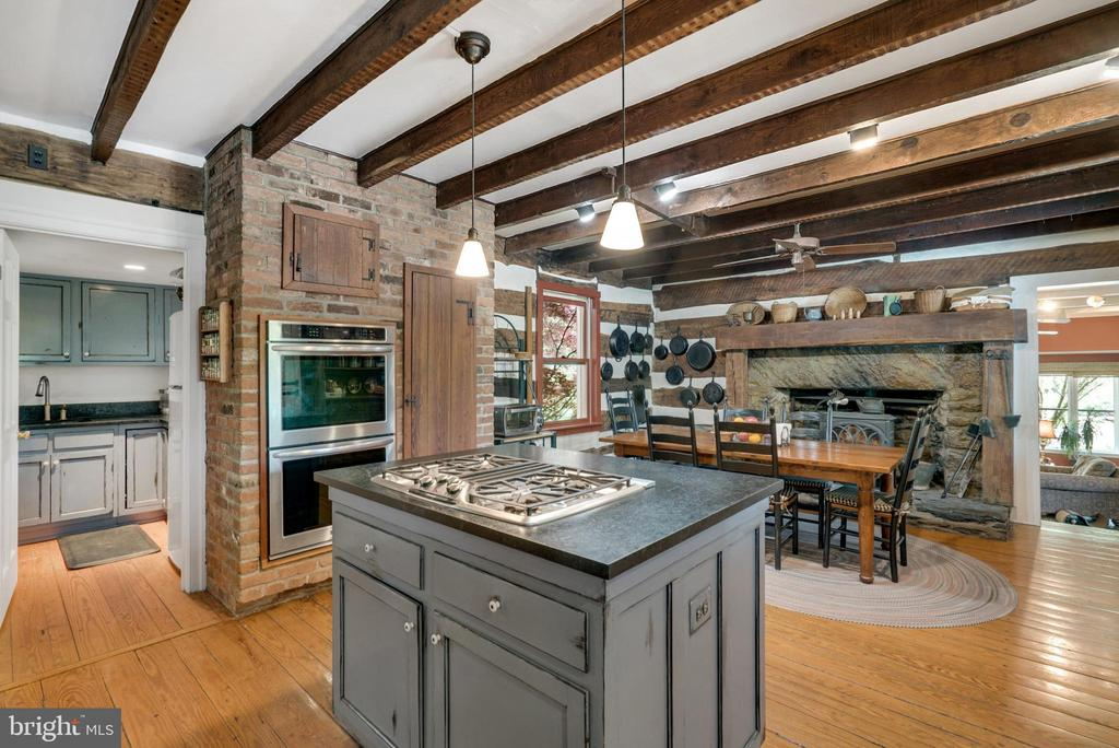 Updated Kitchen, Gas Stove Top w/SS Appliances - 13452 HARPERS FERRY RD, HILLSBORO