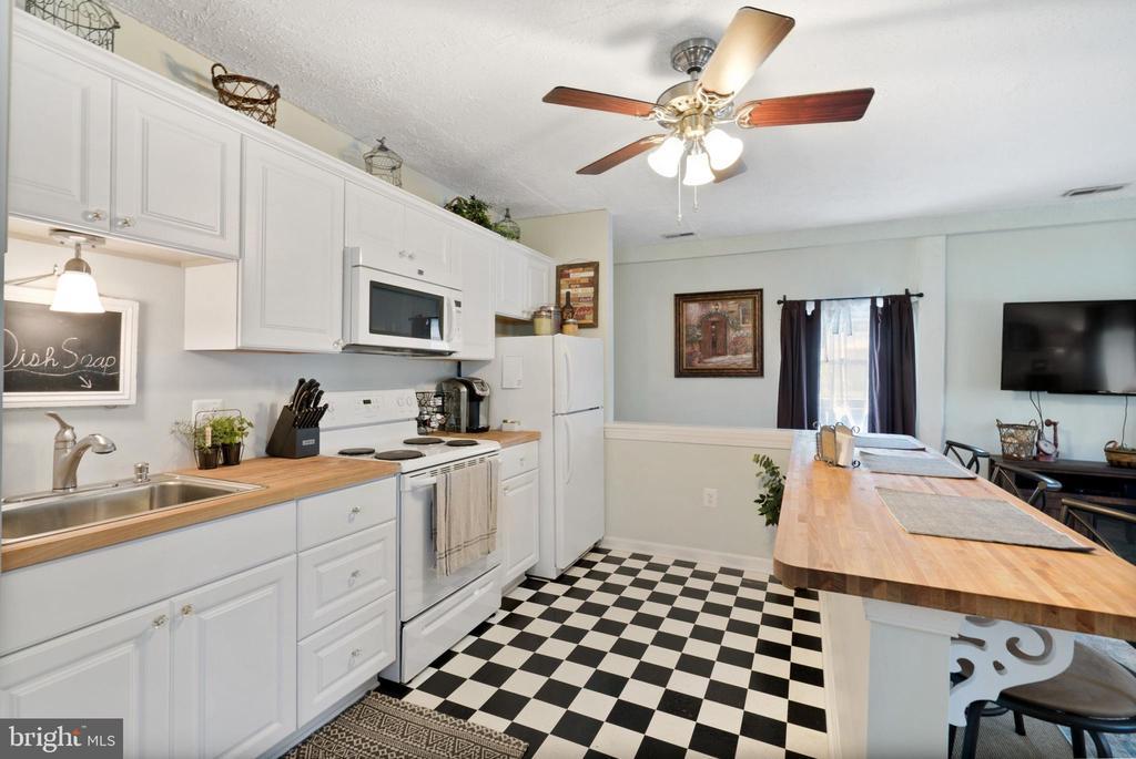 Cottage - Kitchen & Bar - 13452 HARPERS FERRY RD, HILLSBORO