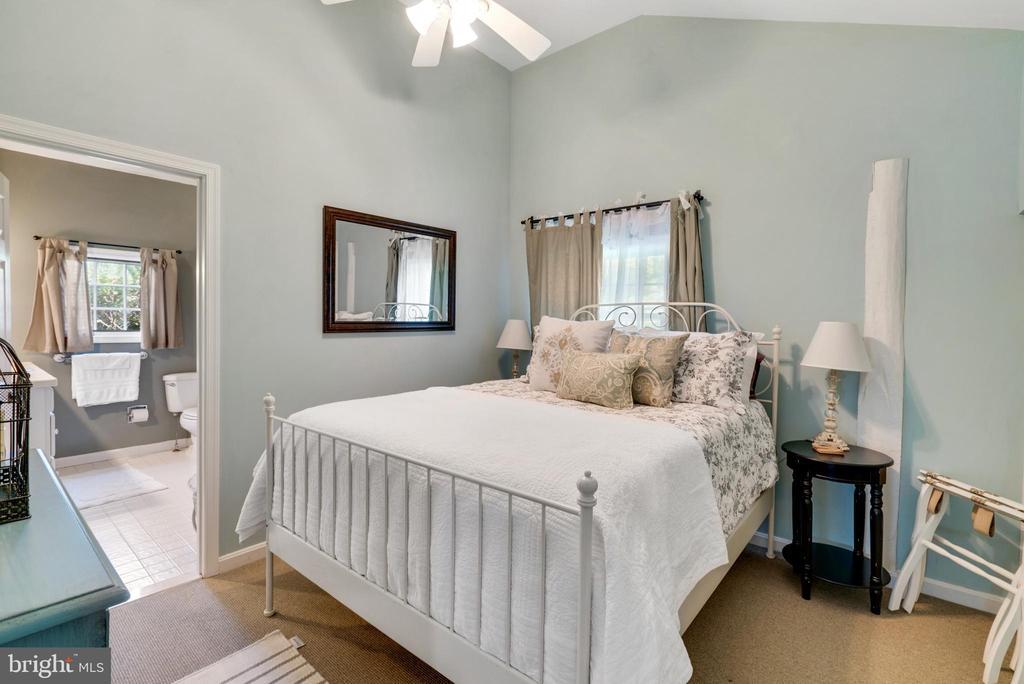 Upper Level Bedroom #3 - 13452 HARPERS FERRY RD, HILLSBORO