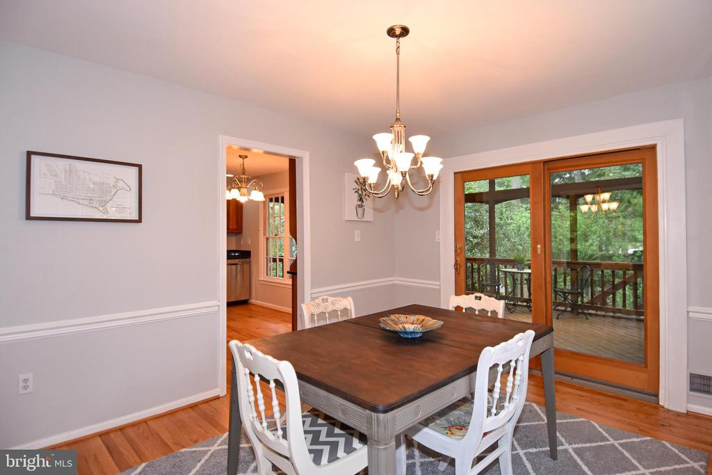 Dining room area with access to screen porch - 5024 PORTSMOUTH RD, FAIRFAX