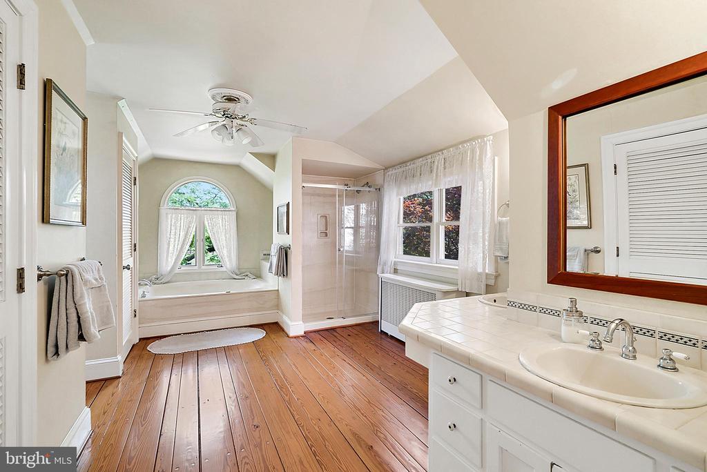 Upper Level Master Bathroom - 13452 HARPERS FERRY RD, HILLSBORO