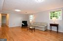 Lower level with hardwood floors & natural light - 5024 PORTSMOUTH RD, FAIRFAX