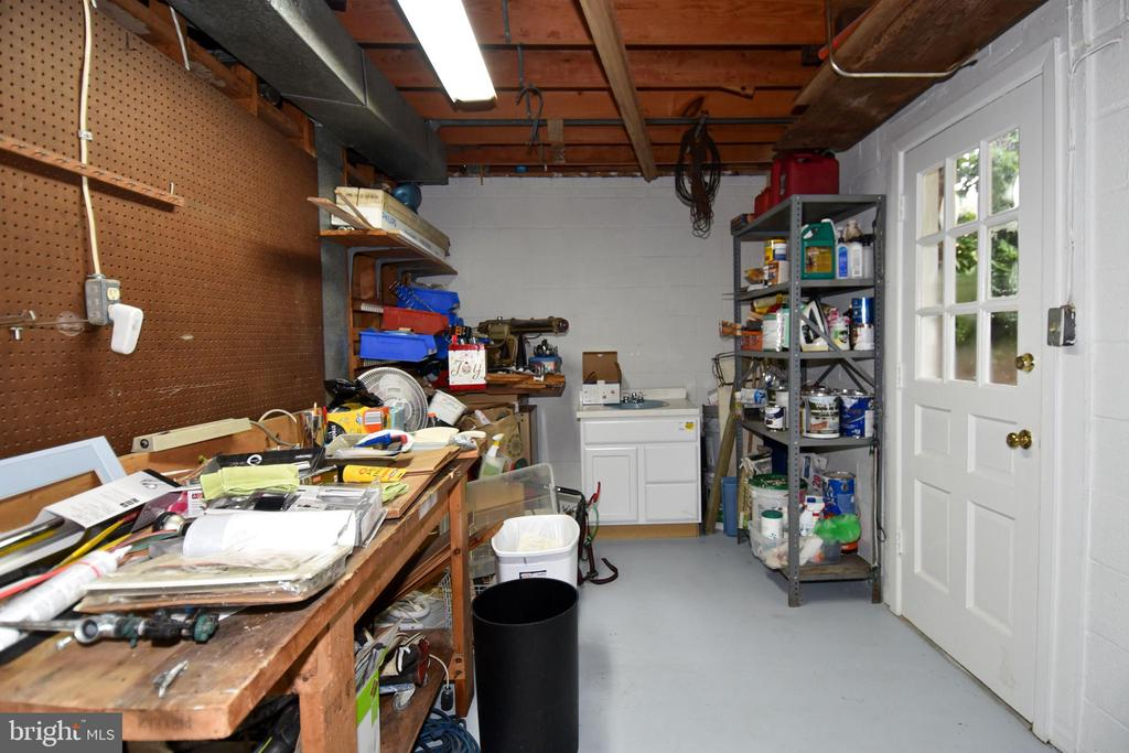 Workshop with storage and access to rear yard - 5024 PORTSMOUTH RD, FAIRFAX